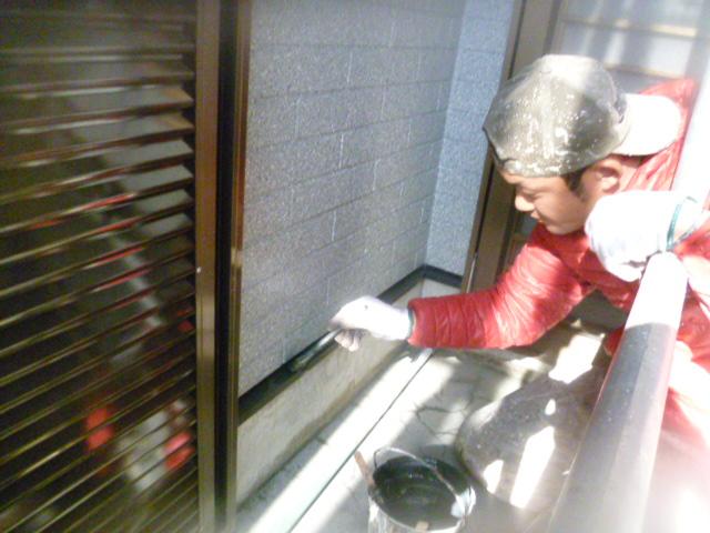 和泉市の土台水切り塗装中