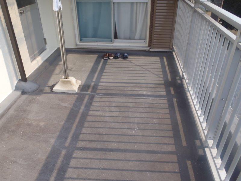 岸和田市天神山町のベランダ防水前の様子