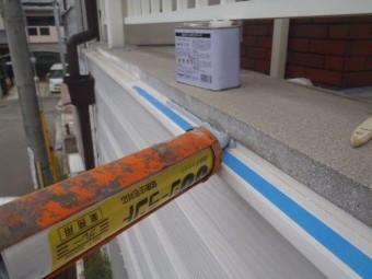 岸和田市池尻町のベランダと外壁の取り合いにシーリング充填