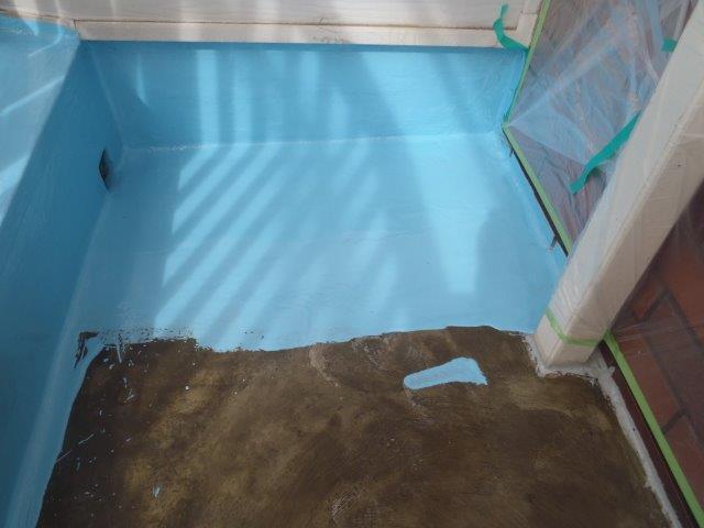 岸和田市池尻町のベランダにウレタン樹脂塗布1回目