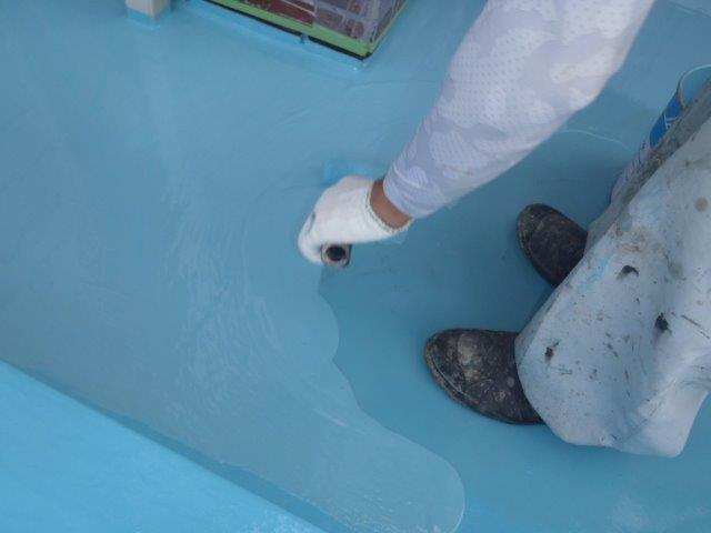 岸和田市池尻町のベランダにウレタン樹脂塗布2回目