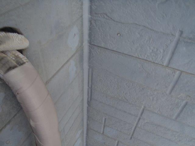 泉佐野市のシーリングをヘラで押さえて打ち替え完了