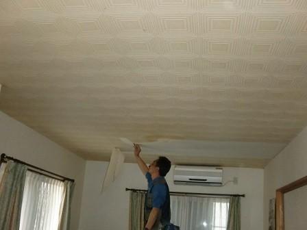 岸和田市真上町の外壁塗装と屋根塗装で同時にクロス貼替