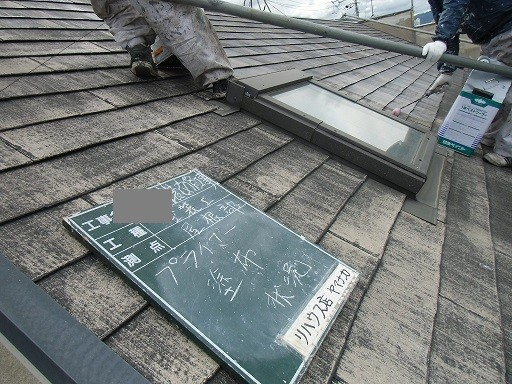 岸和田市極楽寺町で下地塗りに入った外壁・屋根塗装