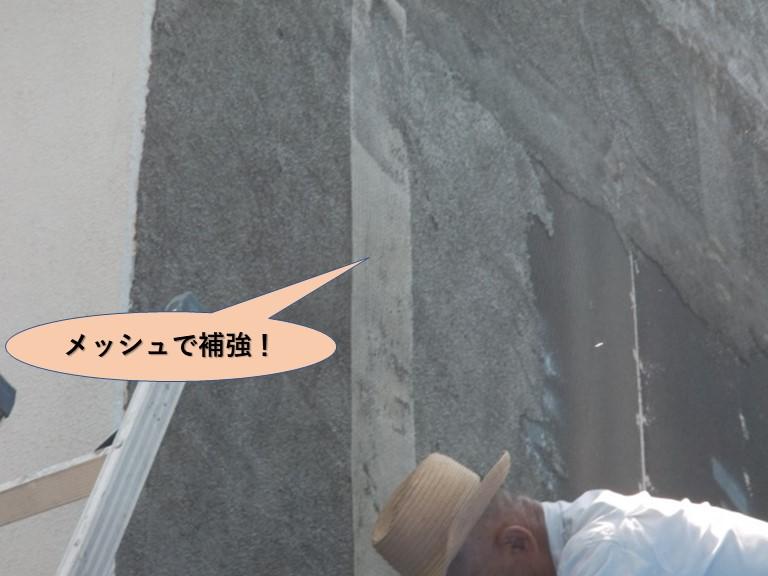 岸和田市上松町の外壁目地をメッシュで補強