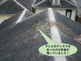 和泉市の屋根にテレビのアンテナの針金が残っていました