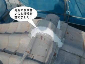 泉南市の屋根の鬼瓦の取り合いにも漆喰を詰めました