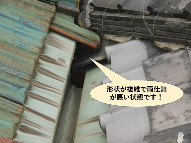 岸和田市の樋の形状が複雑で雨仕舞が悪い