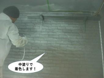 忠岡町の外壁を中塗りで着色