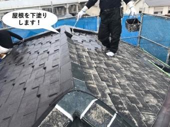 忠岡町の屋根を下塗り