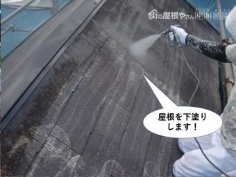 和泉市の屋根を下塗り