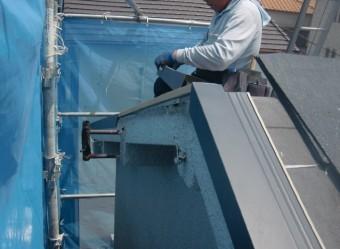 岸和田市藤井町で屋根のケラバに水切り設置
