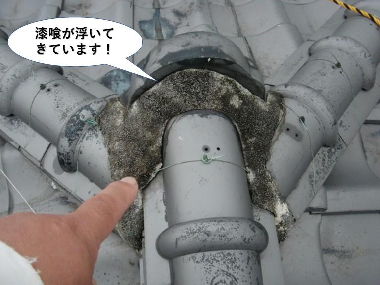 熊取町の鬼瓦の取り合いの漆喰が浮いてきています