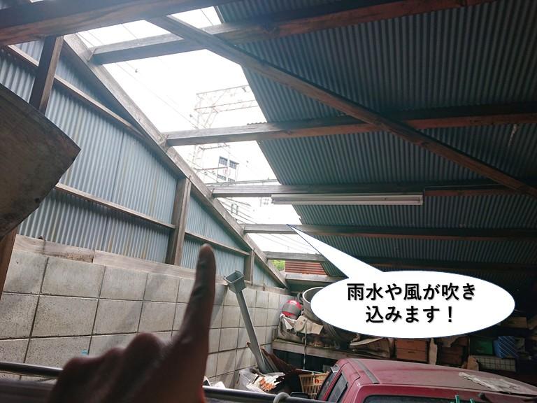 貝塚市のガレージの雨水や風が吹き込みます