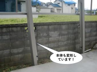 熊取町のカーポート本体も変形