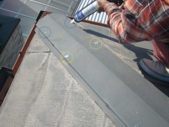 泉大津市の棟の釘をコーキングで防水