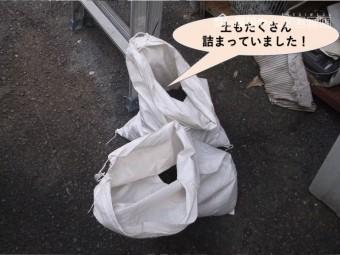 岸和田市の雨樋に土もたくさん詰まっていました!