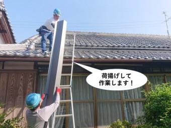貝塚市で使用する鋼板を荷揚げして作業します