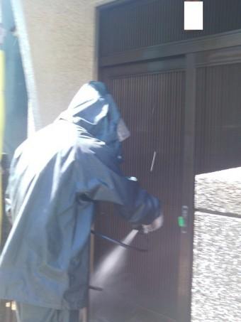 岸和田市吉井町の玄関周りも洗浄
