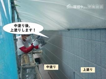 泉大津市の外壁を中塗り後上塗りします