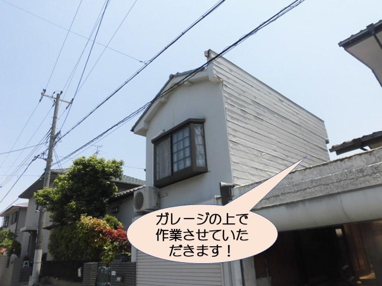 岸和田市上松町の劣化した外壁パネル