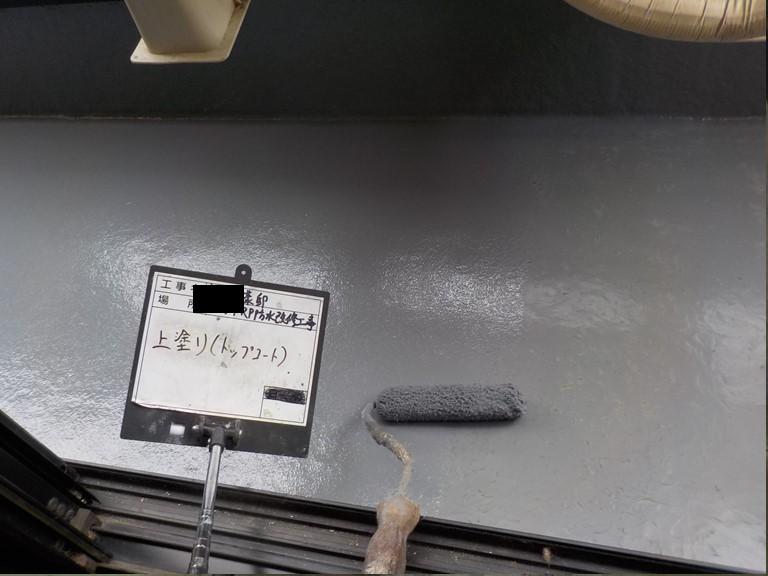 泉佐野市のベランダのトップコート塗布状況