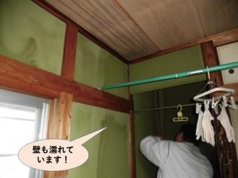 岸和田市の壁も濡れています!