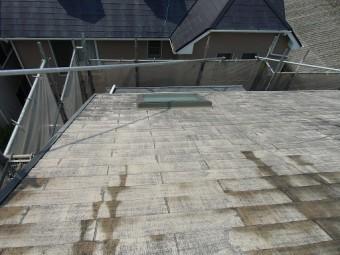 泉佐野市俵屋での屋根塗装で高圧洗浄作業