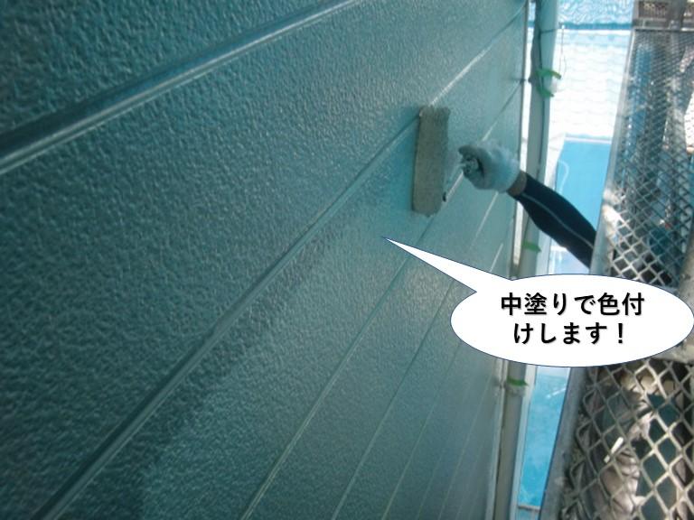 岸和田市の外壁を中塗りで色付け