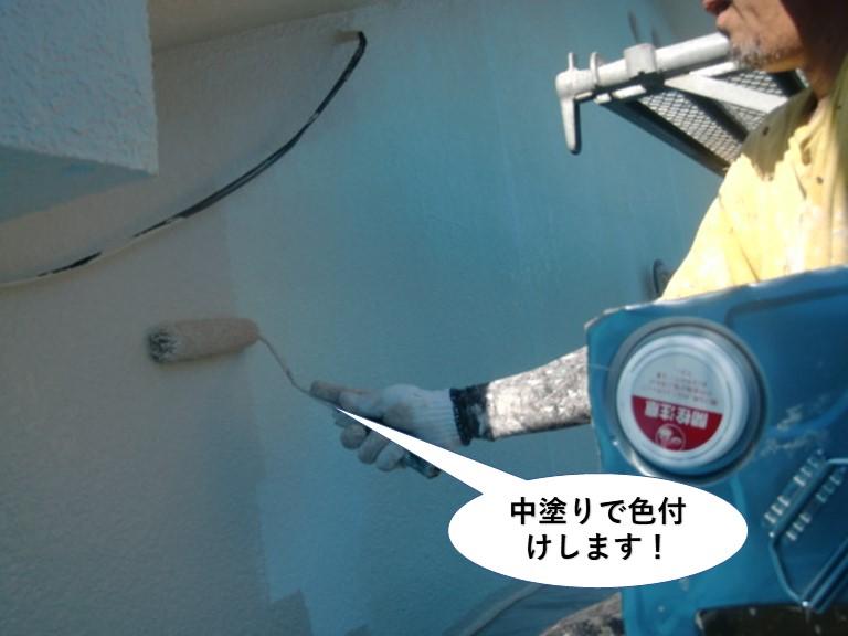 和泉市の外壁を中塗りで色付け