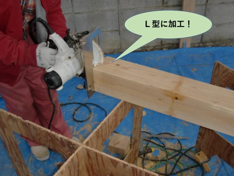 阪南市のカーポートの柱をL型に加工