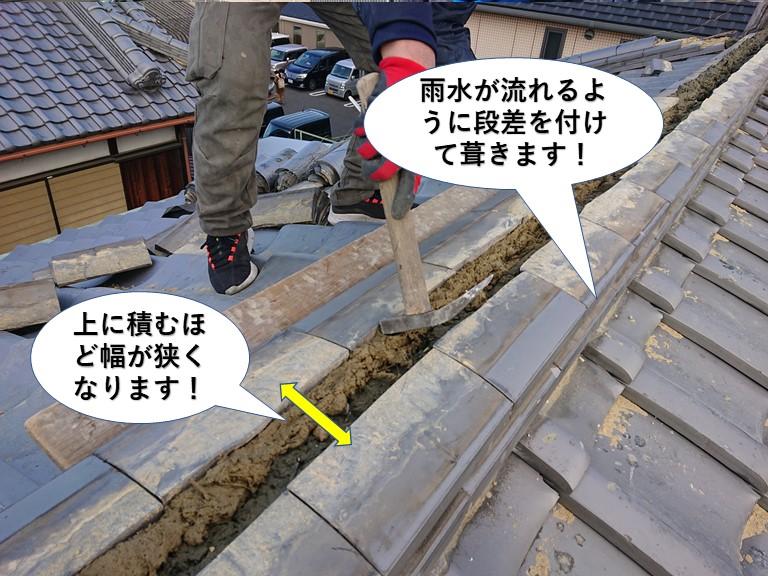 貝塚市の棟に段差を付けてのし瓦を葺きます