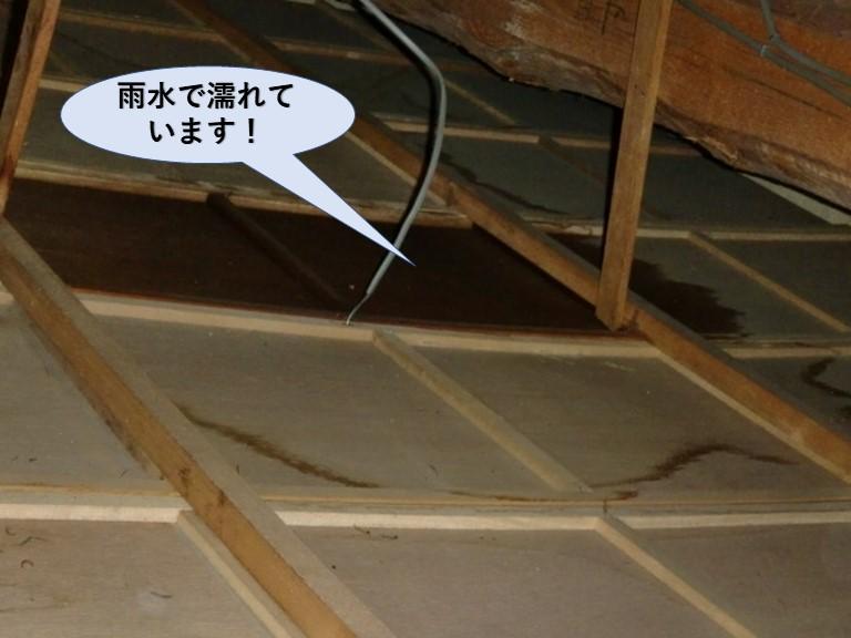 岸和田市の小屋裏雨漏り状況