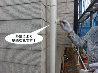 貝塚市の雨樋は外壁によく馴染む色です