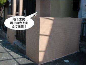忠岡町の塀と玄関周りは色を変えて塗装