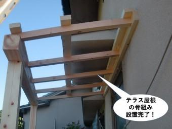岸和田市のテラス屋根の骨組み設置完了