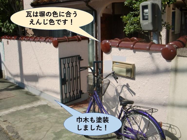 岸和田市の塀の瓦は塀の色と相性のいいえんじ色