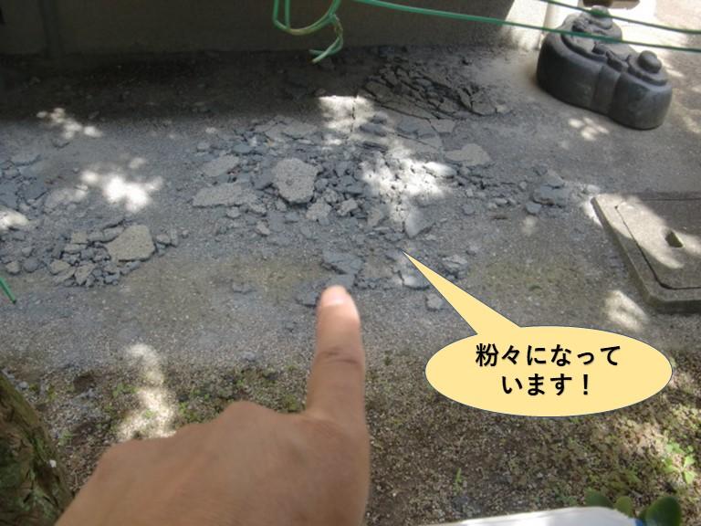 岸和田市のモルタルが粉々になっています