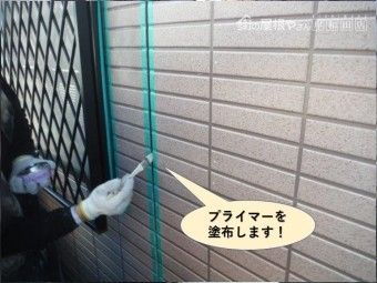 泉大津市の目地にプライマーを塗布します