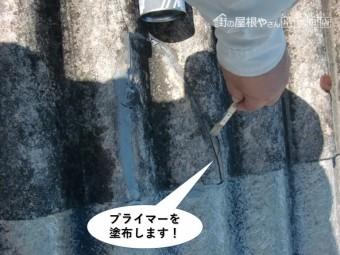 和泉市のスレートのひび割れにプライマーを塗布します