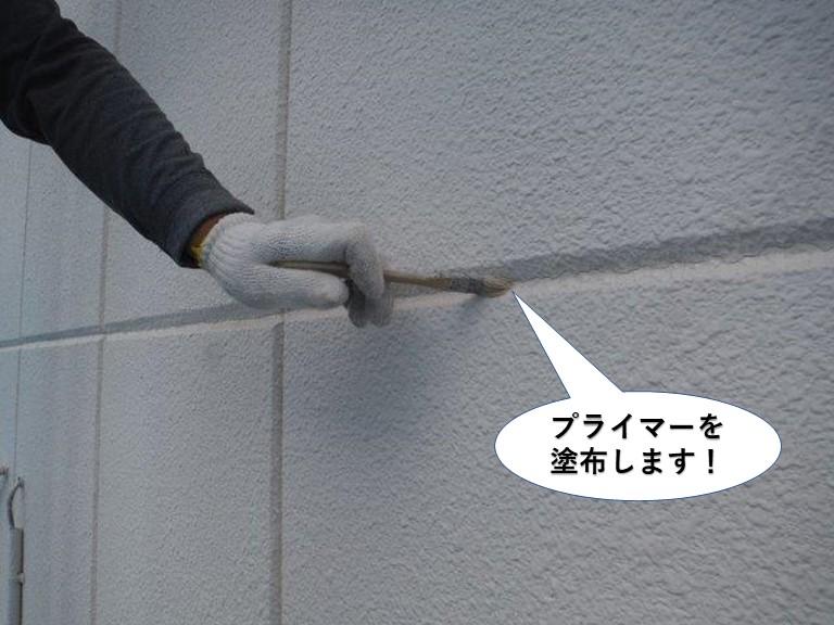 岸和田市のALCパネルの目地にプライマーを塗布します