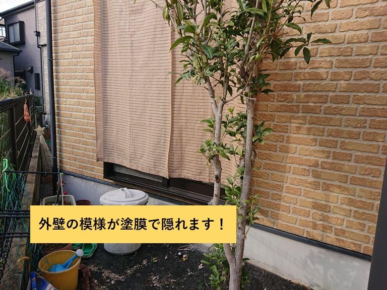 熊取町の外壁の模様が塗膜で隠れます