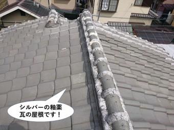忠岡町のシルバーの釉薬瓦の屋根です