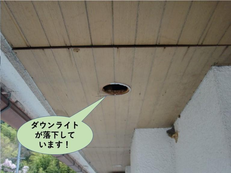 岸和田市の軒天井のダウンライトが落下しています