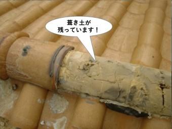 和泉市の棟に葺き土が残っています
