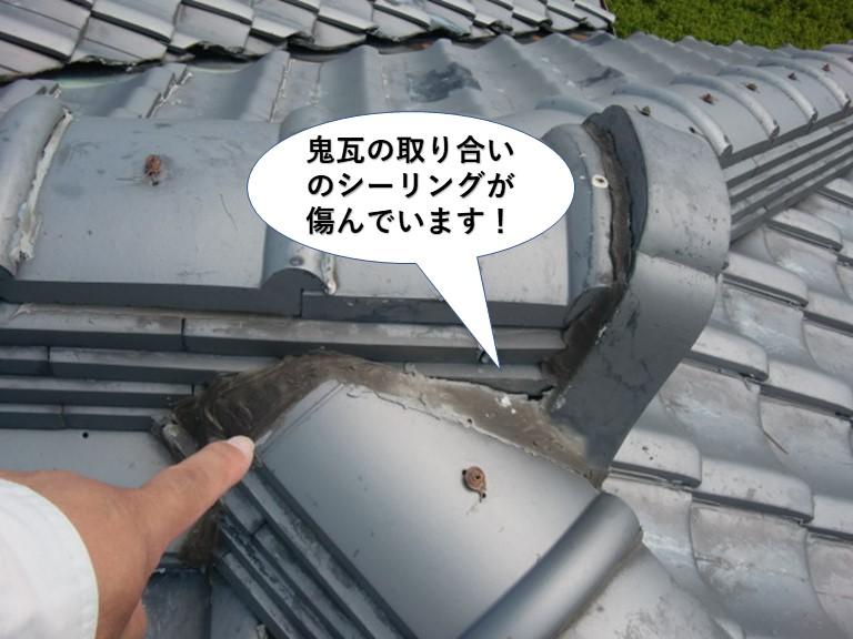 岸和田市の鬼瓦の取り合いのシーリングが傷んでいます