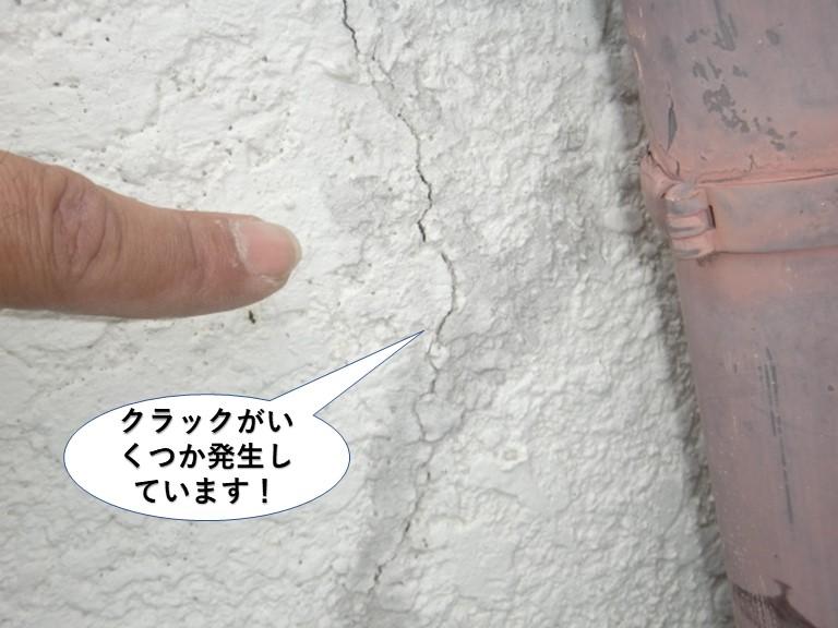 高石市の外壁にクラックがいくつか発高石市の外壁にクラックがいくつか発生