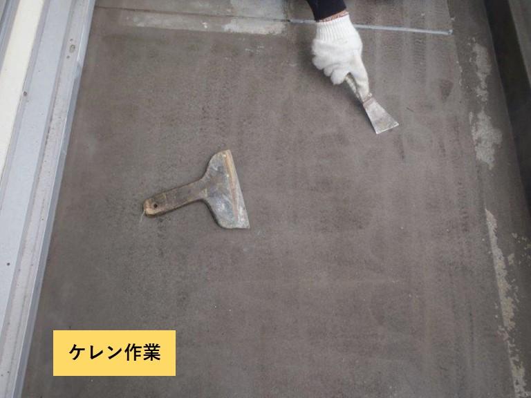 阪南市のベランダ防水のケレン作業
