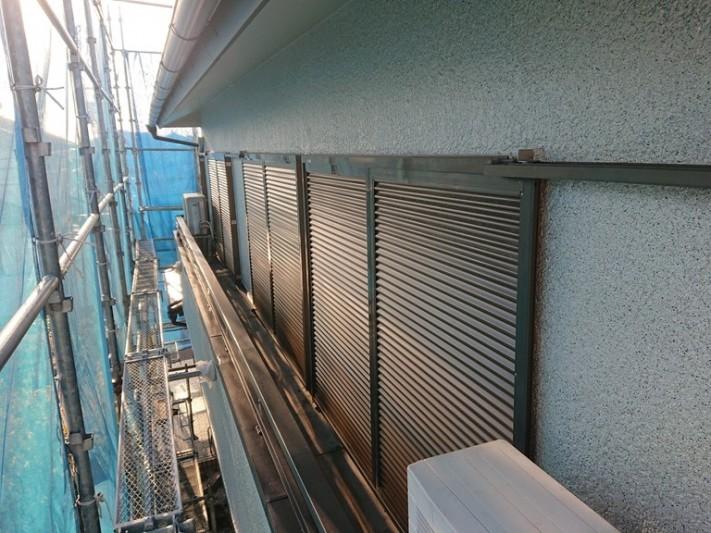 和泉市の雨戸と手すり塗装完了