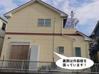 阪南市の住宅の裏側は外装板を張っています